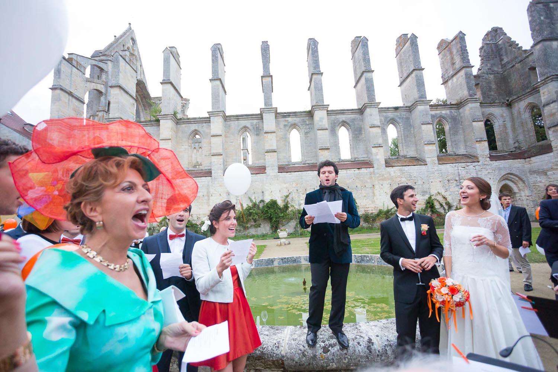 Photo extérieur de l'abbaye de Longpont durant mariage