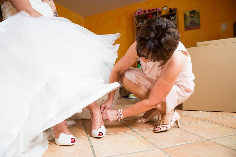 mettre ses chaussre de mariage
